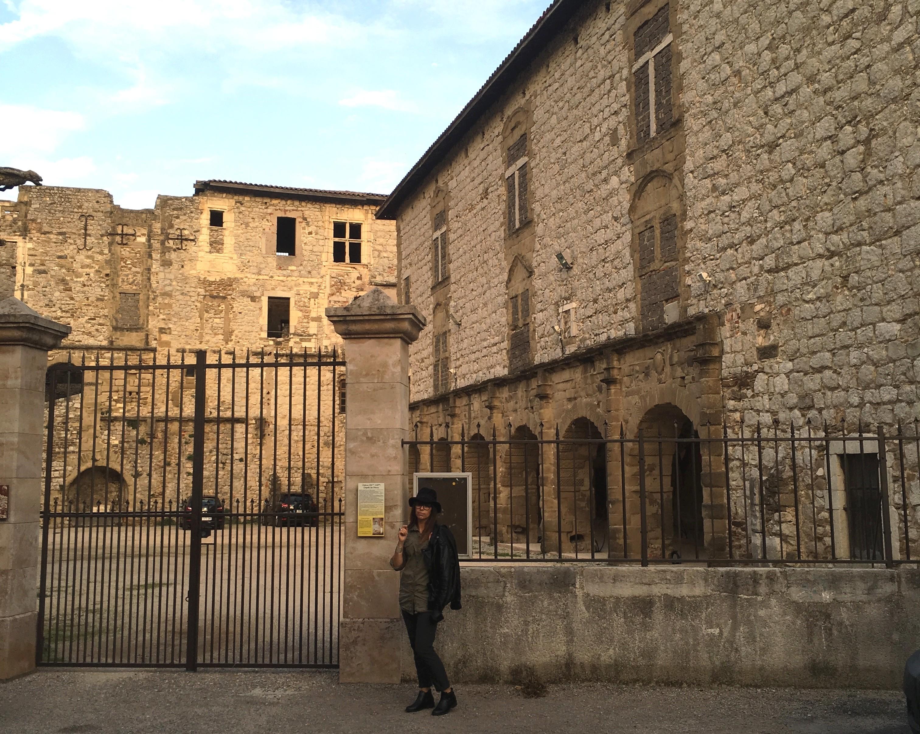 devant le chateau_modif