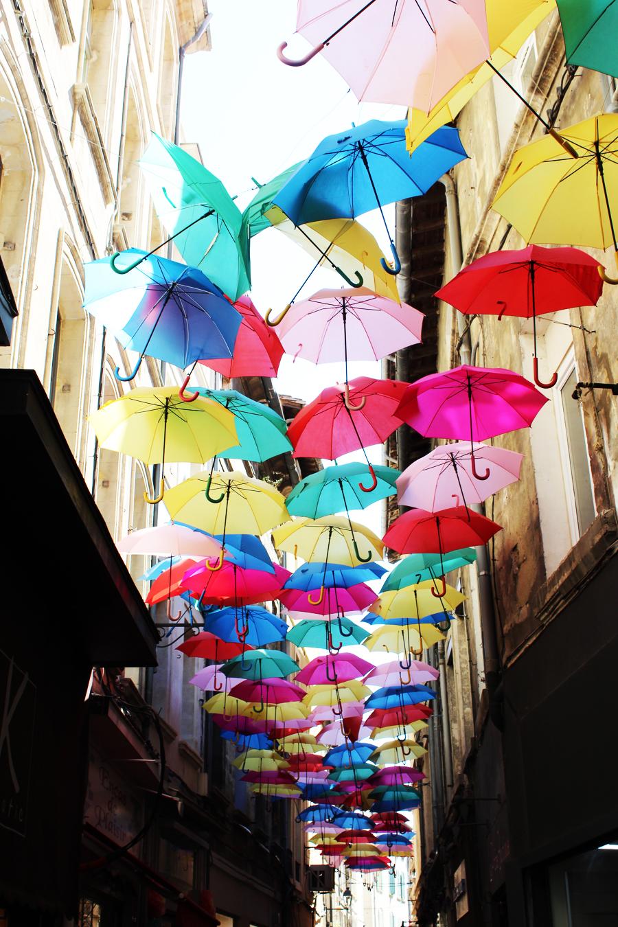 Patricia-Cunha-avignon-ombrelles rue Fourbisseurs