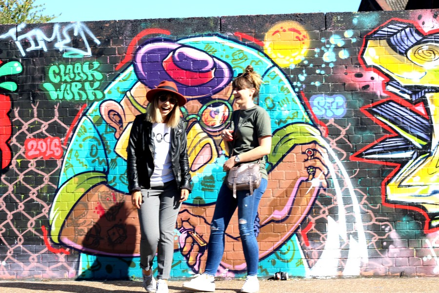 street art london bestfriends