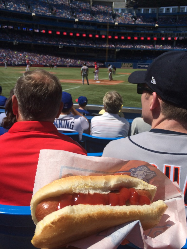 Mange un hot dog, sois canadienne ! / Eat a hot dog be canadienne!