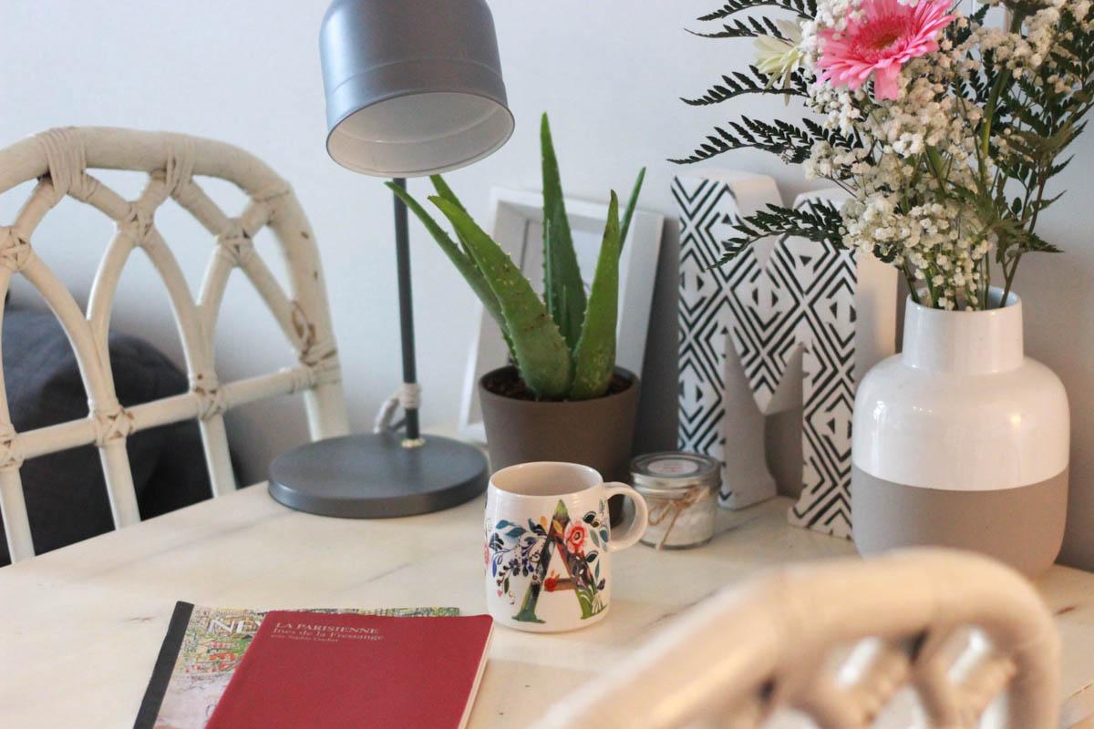 relooker une table en bois. Black Bedroom Furniture Sets. Home Design Ideas